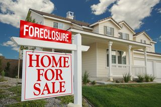 Foreclosure-House-with-Sign